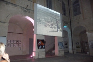 Projection nocturne d'Alastair Magnaldo